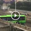 Buszsofőr elképesztően profi manővert hajtott végre a szűk úton