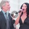 Egy Bon Jovi slágert énekelt az esküvőn, amikor odalépett hozzá az énekes – Nézd, mi történt