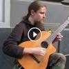Egy nagyon tehetséges utcai gitáros, ha meghallod Te sem fogsz tudni betelni vele