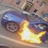 Kigyulladt a BMW a piros lámpánál, a sofőr egy padlógázt nyomott