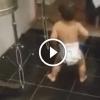 Megszólal a zene és a kisbaba táncra perdül. Azt a mozgást figyeld, hatalmas!