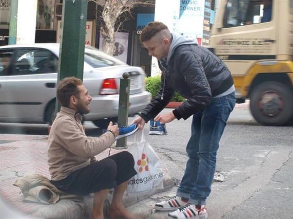 Megkérdezte a hajléktalan férfit hogy mire lenne legnagyobb szüksége1