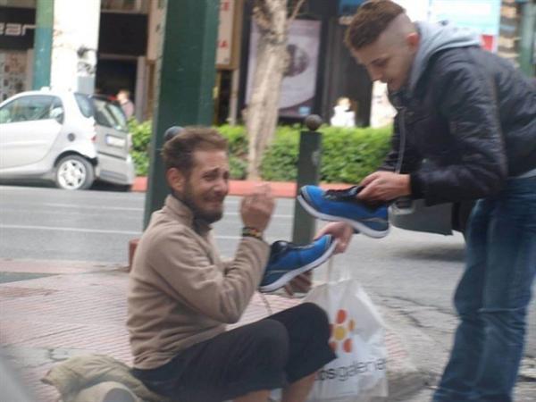 Megkérdezte a hajléktalan férfit hogy mire lenne legnagyobb szüksége2