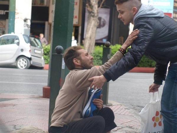 Megkérdezte a hajléktalan férfit hogy mire lenne legnagyobb szüksége3