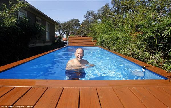 Szemetes konténerből csinált elegáns medencét2