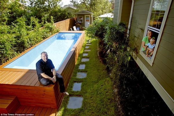 Szemetes konténerből csinált elegáns medencét3